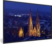 Foto in lijst - De St Pauls kerk in Straatsburg bij nacht in Frankrijk fotolijst zwart 60x40 cm - Poster in lijst (Wanddecoratie woonkamer / slaapkamer)