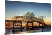De brug bij het Amerikaanse Baton Rouge in de schemering Aluminium 120x80 cm - Foto print op Aluminium (metaal wanddecoratie)