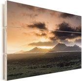 Donkere wolken boven het Nationaal park Timanfaya op Lanzarote Vurenhout met planken 90x60 cm - Foto print op Hout (Wanddecoratie)