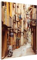 Smalle straat in Barcelona Hout 60x80 cm - Foto print op Hout (Wanddecoratie)