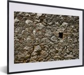 Foto in lijst - Een muur van het Citadelle Laferrière fort van dichtbij fotolijst zwart met witte passe-partout klein 40x30 cm - Poster in lijst (Wanddecoratie woonkamer / slaapkamer)
