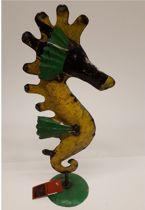 Metalen beeldje zeepaardje van gerecyclede olievaten made by Varios