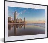 Foto in lijst - De Gold Coast bij zonsopgang met een blauwe hemel in Australië fotolijst zwart met witte passe-partout klein 40x30 cm - Poster in lijst (Wanddecoratie woonkamer / slaapkamer)