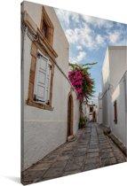 Witte architectuur in een smalle straat van de Oude stad van Rhodos Canvas 90x140 cm - Foto print op Canvas schilderij (Wanddecoratie woonkamer / slaapkamer)