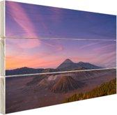 Een bijzondere lucht boven de vulkaan Hout 80x60 cm - Foto print op Hout (Wanddecoratie)