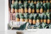Fotobehang vinyl - Ananas op een markt in Mexico breedte 420 cm x hoogte 280 cm - Foto print op behang (in 7 formaten beschikbaar)