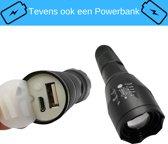 Militaire LED Zaklamp en tevens Powerbank - 1000 Lumen - Professionele Waterproof Zak Lantaarn - Tactical Flashlight - Krachtig met Zoom Functie - Reiszaklamp - Outdoor - Camping - Fel - Zwart