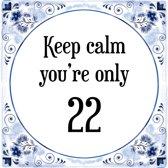 Verjaardag Tegeltje met Spreuk (22 jaar: Keep calm you're only 22 + cadeau verpakking & plakhanger