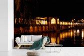 Fotobehang vinyl - Khaju bridge bij nacht met weerkaatsing in het water in Iran breedte 390 cm x hoogte 260 cm - Foto print op behang (in 7 formaten beschikbaar)