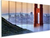 Golden Gate Bridge en San Francisco op de achtergrond Plexiglas 40x20 cm - Foto print op Glas (Plexiglas wanddecoratie)