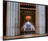Foto in lijst - Mooie lichtbogen om het Lincoln Memorial in Washington fotolijst zwart 60x40 cm - Poster in lijst (Wanddecoratie woonkamer / slaapkamer)