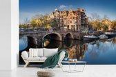 Fotobehang vinyl - De Prinsengracht tijdens zonsopgang breedte 330 cm x hoogte 220 cm - Foto print op behang (in 7 formaten beschikbaar)