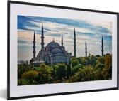 Foto in lijst - De Sultan Ahmed Moskeei in Istanbul fotolijst zwart met witte passe-partout 60x40 cm - Poster in lijst (Wanddecoratie woonkamer / slaapkamer)