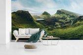 Fotobehang vinyl - Uitzicht vanaf de bergen op het eiland Skye in Schotland breedte 465 cm x hoogte 260 cm - Foto print op behang (in 7 formaten beschikbaar)