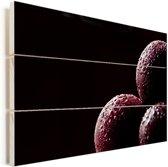 Waterdruppels op pruimen op een zwarte achtergrond Vurenhout met planken 40x30 cm - klein - Foto print op Hout (Wanddecoratie)