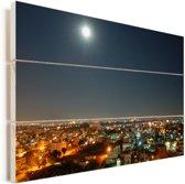 Volle maan in de heldere lucht boven Bangalore in India Vurenhout met planken 120x80 cm - Foto print op Hout (Wanddecoratie)