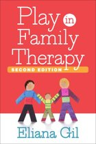 Omslag van 'Play in Family Therapy, Second Edition'