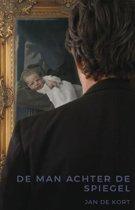 De man achter de spiegel