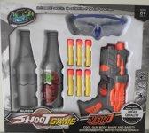 Speelgoed pistool met flessen om te mikken