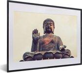 Foto in lijst - De Tian Tan Boeddha van dichtbij tijdens zonsondergang fotolijst zwart met witte passe-partout klein 40x30 cm - Poster in lijst (Wanddecoratie woonkamer / slaapkamer)