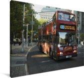 Een dubbeldekker bus in New York Canvas 120x80 cm - Foto print op Canvas schilderij (Wanddecoratie woonkamer / slaapkamer)