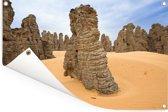 Stenen in de woestijn van het Nationaal park Tassil n'Ajjer Tuinposter 90x60 cm - Tuindoek / Buitencanvas / Schilderijen voor buiten (tuin decoratie)