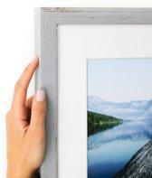 Vintage grijze smalle kader met witte passe partout. (Handgemaakt) Fotoformaat 30x50 | Kaderformaat 40x60