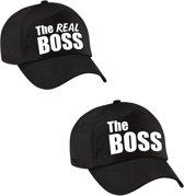 The Boss en The real boss petten / caps zwart met witte bedrukking voor volwassenen - bruiloft / huwelijk – cadeaupetten / geschenkpetten voor koppels