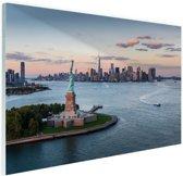 Vrijheidsbeeld met skyline New York Glas 90x60 cm - Foto print op Glas (Plexiglas wanddecoratie)