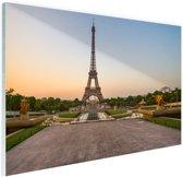De eiffeltoren bij zonsopkomst Glas 90x60 cm - Foto print op Glas (Plexiglas wanddecoratie)