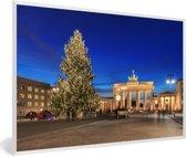 Foto in lijst - De Brandenburger Tor in Duitsland tijdens de kerstdagen fotolijst wit 60x40 cm - Poster in lijst (Wanddecoratie woonkamer / slaapkamer)