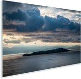 Donkere wolken boven Isla del Sol en Titicacameer Bolivia Plexiglas 90x60 cm - Foto print op Glas (Plexiglas wanddecoratie)