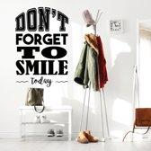 Muursticker Don't Forget To Smile Today -  Geel -  80 x 120 cm  - Muursticker4Sale