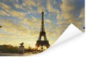 De Eiffeltoren met een unieke oranje lucht door de laagstaande zon Poster 180x120 cm - Foto print op Poster (wanddecoratie woonkamer / slaapkamer) / Europese steden Poster XXL / Groot formaat!