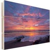 Een kleurrijke zonsondergang bij de zee Vurenhout met planken 120x80 cm - Foto print op Hout (Wanddecoratie)