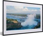 Foto in lijst - Luchtfoto van de Niagarawatervallen fotolijst zwart met witte passe-partout 60x40 cm - Poster in lijst (Wanddecoratie woonkamer / slaapkamer)