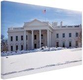 Witte Huis bij sneeuwval Canvas 120x80 cm - Foto print op Canvas schilderij (Wanddecoratie)