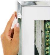 Smalle chroomkleurige kader met witte passe partout. (Handgemaakt) Fotoformaat 30x50 | Kaderformaat 40x60