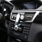 Universele zwaartekracht Telefoon Houder / gravity houder voor in de Auto voor ventilatie rooster – Aluminium & met handig zwaartekracht kliksysteem –  Zilver kleurig (ovale houder)