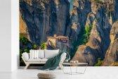 Fotobehang vinyl - De Meteora kloosters midden in de bergen van Griekenland breedte 360 cm x hoogte 240 cm - Foto print op behang (in 7 formaten beschikbaar)