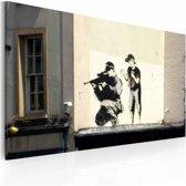 Schilderij - Banksy - Sluipschutter en Jongetje, 40x60cm