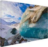 Foto van blauw transparant gletsjerijs Canvas 80x60 cm - Foto print op Canvas schilderij (Wanddecoratie)
