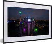 Foto in lijst - Verlichting in de nacht in Duisburg fotolijst zwart met witte passe-partout 60x40 cm - Poster in lijst (Wanddecoratie woonkamer / slaapkamer)