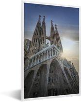 Foto in lijst - Onderaanzicht van de kathedraal Sagrada Familia Spanje fotolijst wit 40x60 cm - Poster in lijst (Wanddecoratie woonkamer / slaapkamer)