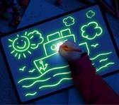 Magisch tekenbord met licht voor peuter en kind - glow in the dark - stevige PVC rand - handig A4 formaat - inclusief reserve pen en sjablonen