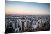 Schemering boven de stad Belo Horizonte in Brazilië Aluminium 90x60 cm - Foto print op Aluminium (metaal wanddecoratie)