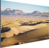 Woestijngebied met bergen Iran Aluminium 90x60 cm - Foto print op Aluminium (metaal wanddecoratie)
