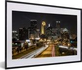 Foto in lijst - Minneapolis in de Verenigde Staten tijdens de nacht fotolijst zwart met witte passe-partout 60x40 cm - Poster in lijst (Wanddecoratie woonkamer / slaapkamer)