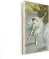 Dancer in Green - Schilderij van Edgar Degas Vurenhout met planken 20x40 cm - Foto print op Hout (Wanddecoratie)
