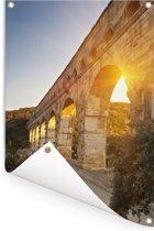 De zon schijnt door de Pont du Gard heen Tuinposter 120x180 cm - Tuindoek / Buitencanvas / Schilderijen voor buiten (tuin decoratie) XXL / Groot formaat!